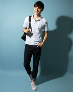 白のポロシャツ,夏のバッグ