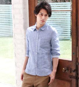 ブルーのリネンシャツ,お洒落