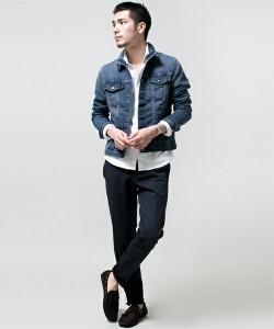 デニムジャケット×シャツ×黒パンツ