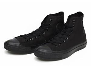 黒のスニーカー 冬