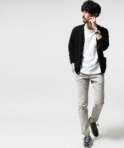 黒のカーディガン×白パンツ