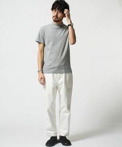 グレーのTシャツ 夏コーデ
