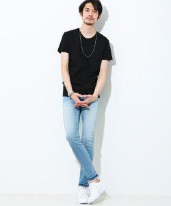 黒Tシャツ×デニム