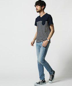 ネイビーのTシャツ×デニム