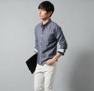ライトグレーのシャツ メンズ