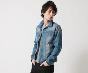 デニムジャケット×VネックTシャツ
