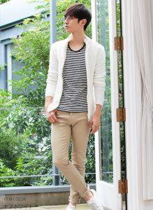 白のニットジャケット×ボーダーTシャツ