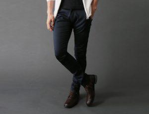 黒のスキニーパンツ 合わせる靴
