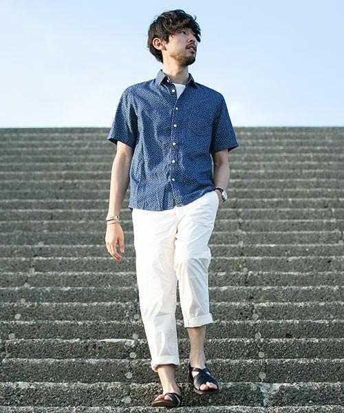 青いシャツ 春コーデ