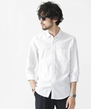 白のリネンシャツ 海外スナップ