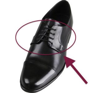 外羽根ストレートチップの革靴