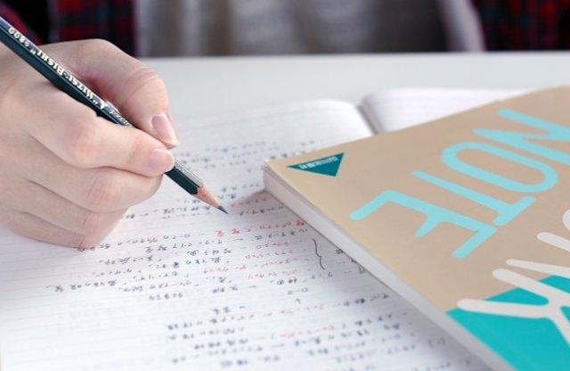 大学 試験 論述
