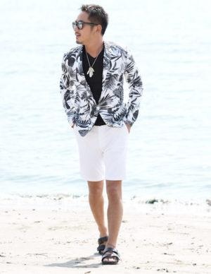 白のハーフパンツ×サマージャケット