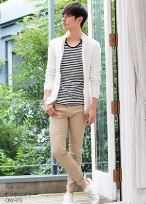白のニット 無難な服装