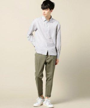 グレーのシャツ×ワイドパンツ