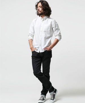 白シャツ×アンクルパンツ スニーカー