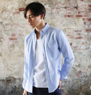 サックスブルーのシャツ メンズ