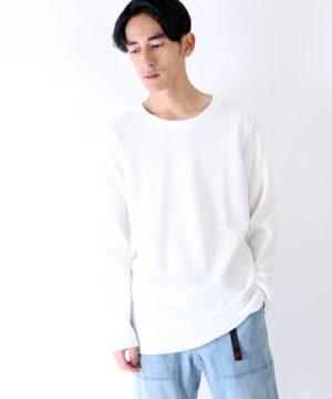 白のロング丈Tシャツ×ガチャベルト