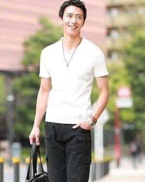 白の無地Tシャツ×黒のハーフパンツ
