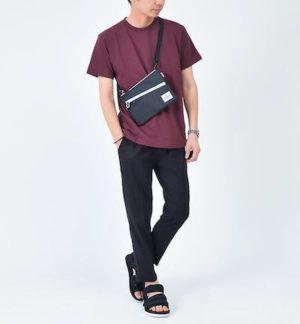ワインレッドのTシャツ×サマーパンツ
