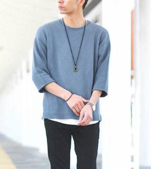 くすんだ青のTシャツ メンズファッション