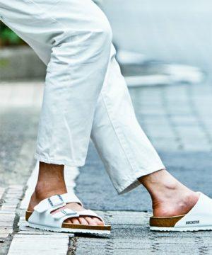 白のパンツ 靴 夏