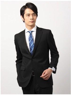 黒の就活スーツ メンズ