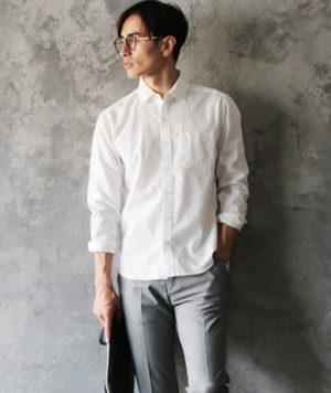 白シャツ 大人っぽい