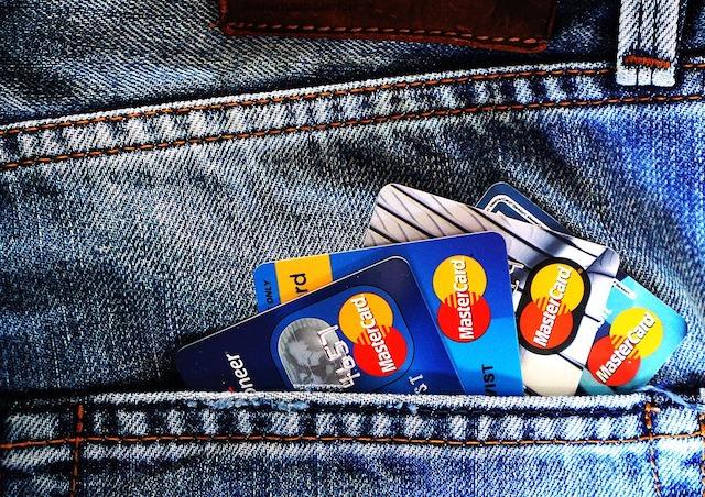 クレジットカード 何枚まで