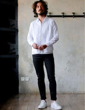 白のリネンシャツ コーデ