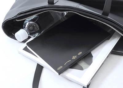 大学生のトートバッグ