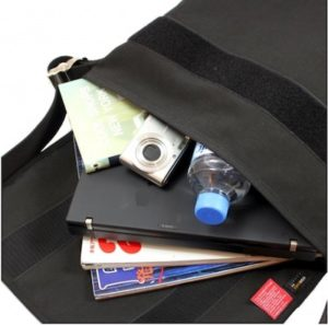 通学バッグのメッセンジャーバッグ