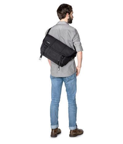 大学生のメッセンジャーバッグ