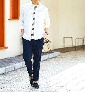 夏の白シャツ