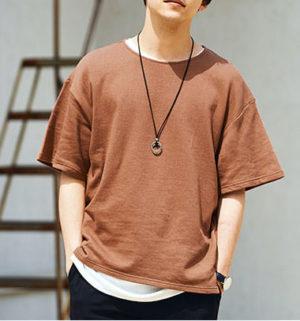 煉瓦色のTシャツ