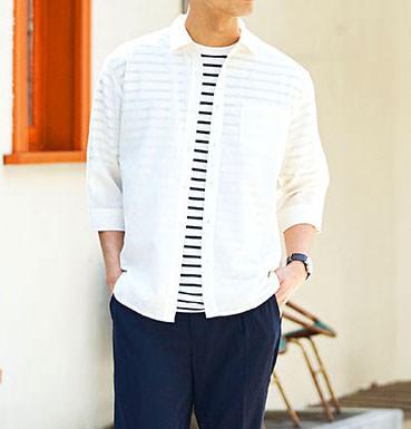 白のリネンシャツ